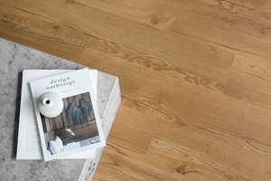 LAMINATGULVET Rustic Oak Nature er et veldig solid og varig gulv med et naturtro uttrykk.