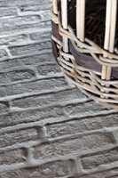 Castle Stones er sementbaserte avstøpinger av gamle gulv fra kirker og slott i Mellom-Europa. Flisene kan legges både ute og inne.
