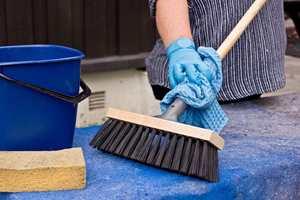 <b>START: </b>Vask alltid underlaget før du maler. (Foto: Mari Andersen Rosenberg/ifi.no)
