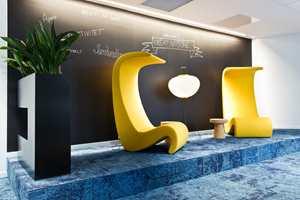 <b>ANNERLEDES:</b> Alle vegger kan skrives på, og alle møbler kan flyttes på. Hos SpareBank 1 har de et rom som skiller seg vesentlig fra ordinære banklokaler.