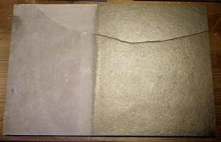 En matt sort granittflis som opprinnelig så nesten grå ut, ble etter oljing blank og gylden i fargen. Hva som er penest er etter smak og behag, men liker du fargen på flisen slik den er, bør den ikke oljes.