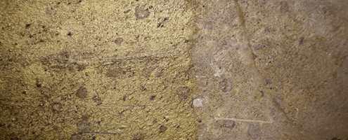 En brunaktig skifer fikk med oljingen en mer irrgrønn bronsefarge. Glans og dybde ble også resultat av behandlingen.