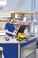 <b>KUNNSKAP:</b> For å lykkes med butikken er det viktig å ha gode ansatte. Dag Thu har blant andre sin egen sønn Robert som medarbeider. Gode leverandører, produkt- og butikksupport er også viktig.