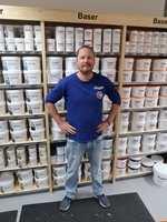 <b>LETT Å FINNE:</b> Andreas Evensen hos Flügger mener stor tetthet av malerbutikker er bra. – Kundene vet at i Waldemar Thranesgate er det maling å få, sier han.