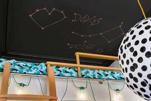 <b>TAVLEMALING:</b> For de litt mindre er det perfekt med tavlemaling i taket, der man fritt kan tegne på stjernetegn eller en nattehimmel. (Foto: Beckers)
