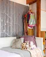 Sengen fungerer også som sofa.<br/>Foto: JAN LARSEN