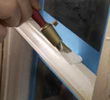 UTENDØRSTAPE: Blå maskeringstape er best til vinduer.