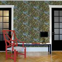 Grensene mellom fantasi og realisme er ikke strikte i mønstrene til Josef Frank. Etter 2. verdenskrig tegnet han flere tapetmønstre for Norrköpings Tapetfabrik. Flere av disse er nå satt i produksjon igjen av Boråstapeter.