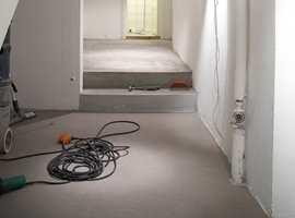 <b>FUKTUTSATT: </b>Gulv i kjellere er utsatt for fukt fra grunn. Ved installasjon av gulv som ikke limes, bør det installeres en fuktsperre.