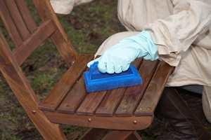 BLÅ PAD: Mellomgrov skurepad har blå farge, og brukes til rengjøring av harde tremøbler slik som teak og hardwood.
