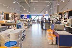 <b>BELIGGENHET: </b> Med riktig beliggenhet i lokaler der det ferdes folk, gir mye gratis markedsføring. Flügger Farve i Moss har fått flere forbrukerkunder etter at butikken ble relokalisert.