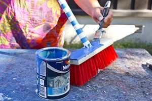 <b>DEKOR: </b>den blå dekorfargen ble brukt på topp og bunn av kosten. (Foto: Chera Westman/ifi.no)