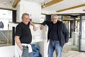 Kent Rydén har 30 års erfaring som maler i Norge og bruker i hovedsak produkter fra Beckers, her representert ved teknisk sjef Chresten Nielsen.