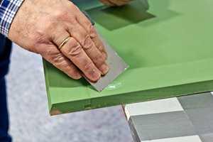 <b>FORARBEID: </b> Uten et godt forarbeid, kan hele malejobben være bortkastet. Underlaget skal være helt, rent, fast og tørt før du maler.