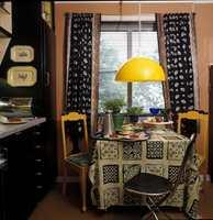 Gult var en populær farge, gjerne kombinert med sort. Og