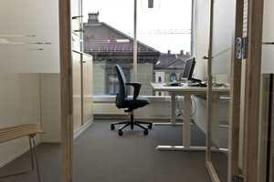 <b>ROLIG: </b>Fargepaletten er holdt rolig i kontorlokalene, mens det er brukt mer farge i sosiale soner.
