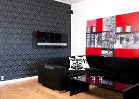 En anelse rødt tilfører temperament til den sobre skalen av sort, hvitt og naturtoner.