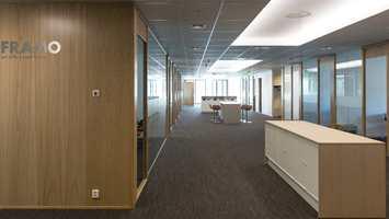 <b>AKUSTIKK:</b> I et kontorbygg med store, åpne flater er akustikken svært viktig. Teppefliser demper trinn- og trommelyder, og bidrar på den måten til et godt arbeidsmiljø.