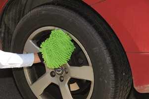 Allroundhansken fra Alfort & Cronholm kan brukes overalt. Til og med for å rengjøre bilen.