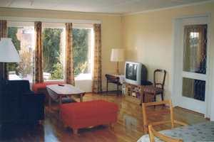 Stuen var kjedelig og lite helhetlig før oppussingen.