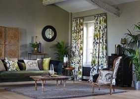 Ikke spar på lengdene. Når kulda herjer ute luner det godt med tekstiler rundt vinduene.