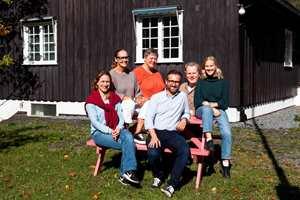F.v.: Elna Høyer-Dahl, Bjørg Owren, Chera Westman, Kristian Owren, Robert Walmann og Mari Andersen Rosenberg.