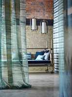 Florlette tekstiler i turkis kan gi assosiasjoner til luft og vann.