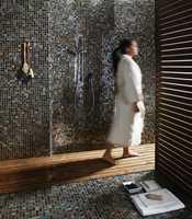 Med små mosaikkfliser kan du skape en spafølelse på baderommet.