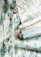 <b>SANDERSON:</b> I kolleksjonen Elysian er det mange design som matcher ønsket om å få skogens ro på veggen. Her er tapeter som matcher både sølvaktig- og blåaktig grønne farger. Sandersons kolleksjon Elysian føres av Intag.