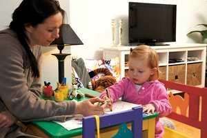 Det var viktig at Leahs behov skulle inkluderes i alle rom. Hun har derfor fått både sin egen aktivitetskrok og kosekrok i stuen.
