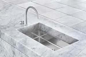 Arkitekten og designernen Jonas Lindvall har tegnet en kjøkkenøy i marmor for Ballingslöv.
