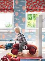 Husk at det er poden som skal bo på gutterommet, ikke mor! Tapet og tekstiler fra INTAG.