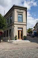 Det gamle bankbygget på torvet i Arendal har gjenoppstått i fordums prakt, både utvendig og innvendig.