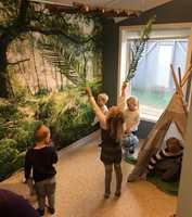 <b>FANTASI:</b> Tapetet med skogsmotivet setter fantasien i sving.
