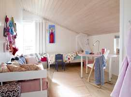 Her ser vi at Ingrids rom er annerledes innredet enn søster Annas. Deres interiørønsker var  høyst forskjellige, men vegger, tak og gulv er identiske.