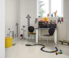 <b>GULVMALING:</b> Vær kreativ på gulvet, ved for eksempel å male det i to forskjellige farger. (Foto: Beckers)