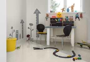 <b>BARNEROM:</b> Barnerommet er det perfekte stedet å leke seg med gulvet. Det trengs ikke mer enn et tofarget gulv for å skape litt spenning! Farger brukt her er Snackskal 569 og Elefant 553. (Foto: Beckers)
