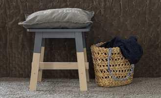 Hva med å la kun den øverste delen av stolen være malt? Det skaper en naturlig dip dye-effekt!