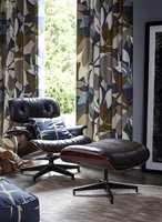 <b>RETRO:</b> Her får stolen god hjelp av mønsteret på tekstilene til å skape følelsen av retro. Tekstiler fra Scion/Tapethuset.