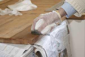 Flekker på en benkeplate kan muligens blekes vekk med produkter som inneholder oksalsyre.