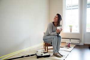 Det er unødvendig å kjøpe for mye maling når du skal male en vegg. Med enkel matematikk, beregner du riktig mengde.