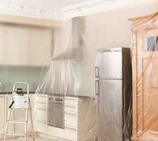 <b>DEKKEPLAST:</b> Dekkeplast med statisk elektrisitet egner seg særlig til å dekke fast innredning og vegger. (Foto: Jordan)