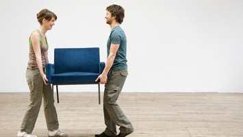 <b>MØBLER:</b> Flytt møbler enten ut av rommet eller i hvert fall så lagt fra veggen som skal males som er mulig. (Foto: Nordsjö)