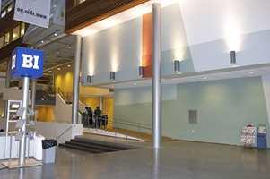 BI legger beslag på godt over halvparten av arealet i Nydalen Campus, og overtar som eiere av bygget fra 1. januar 2006.
