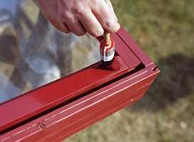 Når du maler huset tar du først veggene - mens vinduer, dører, ulik staffasje og grunnmur kommer til slutt.