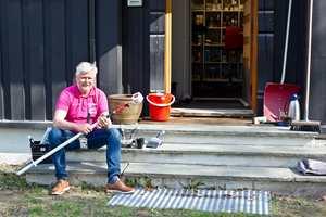 <b>GOD JOBB:</b> – Man trenger ikke å male huset hver sommer. Gjør det heller ordentlig, så holder det i mange år, sier Lars Petter Rustan hos Jordan.