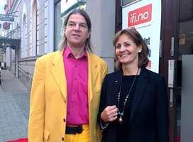Fargeekspert Karl Ryberg sammen med Bjørg Owren fra ifi.no.