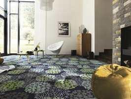 Polyflor har dette teppet «Modena Design Fiore» fra Vorwerk med blomstermotiv.