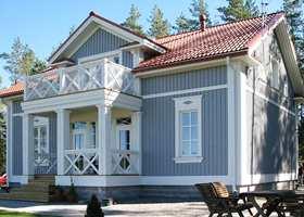 Lyset forandres med årstidene. I løpet av sommeren vil huset se helt annerledes ut enn i det blå og kalde vinterlyset.