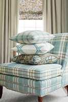 <b>KLASSISK:</b> Stilen blir lett og elegant med enkle mønster og farger som er relativt like i fargestyrke. Tekstiler fra Thibaut/Green Apple.